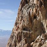 Minenstollen auf verschiedenen Ebenen im Gipfelbereich, Champions Mine, White Mts. CA