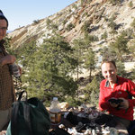 Zurück im Camp: Begutachtung der Funde, Champions Mine, White Mts. CA