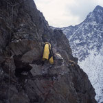 Kleine Kluft in den Gipfelregionen der westlichen Talseite, Val Surplattas, Disentis, GR