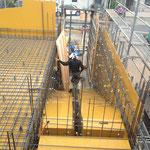 ③屋根スラブの配筋と鉄筋組立前の階段部分