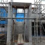 ⑤壁型枠脱型後の階段部分