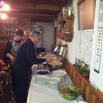 Heiner am Buffet bei Weihnachtsfeier 2012