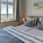 Doppelbett im Wohn- Schlafzimmer