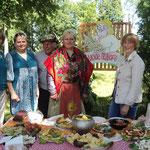 Иодский сельский Совет. Библиотекарь Наталья Кондраетьва (первая справа)