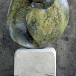 """""""ohne Titel"""" Steatit/Buchensockel 2012"""