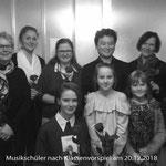 Gesangsschüler und Klavierschüler nach Klassenvorspiel