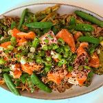 Soba noodles met broccoli en warm gerookte zalm