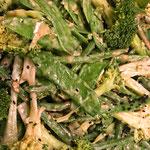 Aziatische broccolisalade met tahin dressing