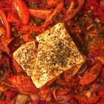 Spicy paprika, tomaatjes en feta uit de oven