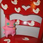 Kleine Monsterchen auf dem geliebten Entenstuhl