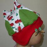 Krönchen Mütze mit Kirschen und Ohrenklappen