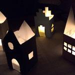 Basteln mit Kleinkindern, Laternenhäuser aus Milchtüten basteln, Frau Käferin näht