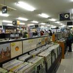 Jazz Tokyo店内写真 日本随一のジャズレコード数を誇る。