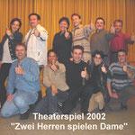 Theatergruppe_2002 - Zwei Herren spielen Dame