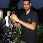 Dominik testet den Druckschalter für die Pumpe