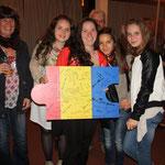 Auch die Mädels aus Tschechien freuen sich über ihr Puzzleteil.