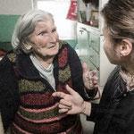 Auch freiwillige Helfer sind für alte Menschen da