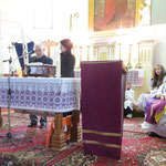 Übergabe der Osterkerze in der katholischen Gemeinde