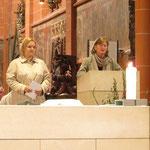 Frau Hampel und Frau Polten haben den Gottesdienst vorbereitet.