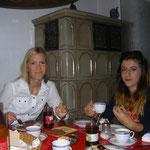 Eine Serbin und Albanerin sind bei Familie Blessing unter einem Dach untergebracht.