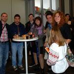 Die Kosovaren und UkrainerInnen freuen sich über die schönen Tage in Frankfurt.