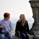 Moszes aus Toplita und Miriam Albensoeder haben Spaß miteinander und freuen sich über den Ausflug in den schönen Rheingau.