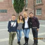 Maja (Serbin) mit den Albanern vor der Paulskirche