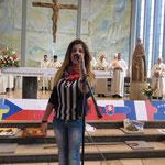 Auch Migena aus Albanien, eine orthodoxe Christin, trägt eine Fürbitte vor.