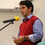 Engelbert aus dem Kosovo stellt seine Thesen für ein grenzenloses Europa vor.