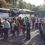 Die Busse kommen am Niederwalddenkmal an.