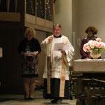 Pfarrer Rolf Glaser mit Frau Hampel und Frau Mendler