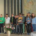 Die Gruppe aus Kaschau erzählt von Thomas von Aquin, dem Namenspatron ihrer Schule.