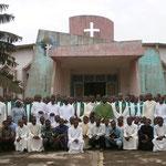 Das gesamte Seminar von 100 Seminaristen mit 13 Professoren