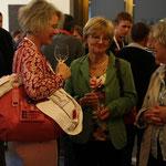 Christina Huber (Mitte) im Gespräch mit Ursula Böhm (rechts) und Sabine Kiepfer (links)