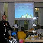 """Pfarrer Machuzhak erläutert die Rolle der ukrainisch griechisch-katholischen Kirche als """"Eine Kirche zwischen Ost und West"""""""