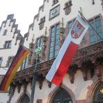 Der Römer ist die erste Adresse in Frankfurt und wie immer festlich geschmückt.