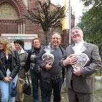 Zurück bleiben ein zufriedener Pfarrer Rolf Glaser und Pastoralreferent Rolf Müller