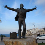Denkmal von Domenico Modugno in Polignano