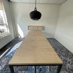 Tafel met ijzeren onderstel, blad van Berken Multiplex