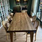 Eiken bibliotheek-tafel afgewerkt met Rubio Monocoat
