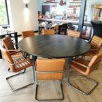 180cm ronde Eiken tafel voorzien van een Ebben beits. 3cm dik