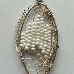 perline in vetro e filo agentato