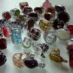 anelloni varie forme e misure con pietre in plastica, leggerissimi!