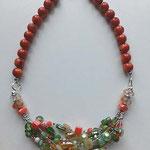 collana in corallo bamboo con perle e distanziatori in vetro colorato e in metallo argentato