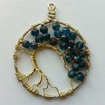 perline in vetro e filo dorato