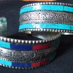 bracelet métal blanc et pierre 20€