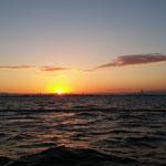 出航後6:20頃の日の出(阪神港沖)