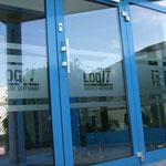 Sichtschutzfolie mit ausgeschnittenem Logo für Eingangstüren, Glas, Bsp. aus Rodgau
