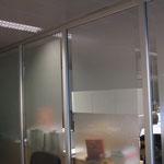 Glasdekorfolie im Sandstrahl-Look auf Glas, Bsp. aus Frankfurt Rhein-main