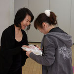 Hooray! I received the certificate from my master trainer Naoko - the emotional moment! 修了証書をマスタートレーナーの尚子さんから頂きました - 感動!!